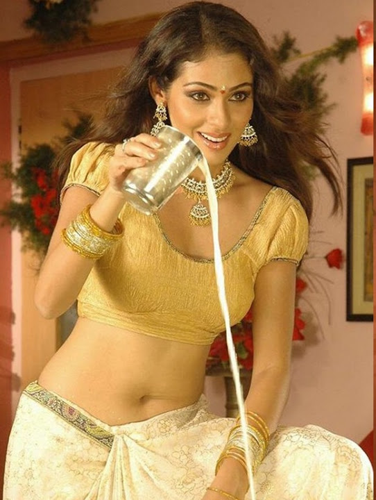 Sadha yellow color dress fotos