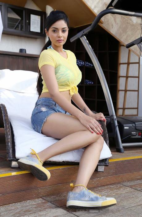 Sanam shetty hot light yellow half skirt wallpaper