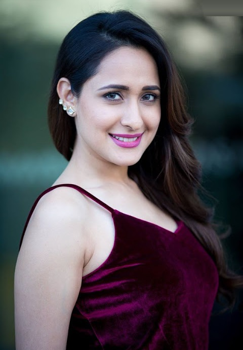 Pragya jaiswal fashion hd image