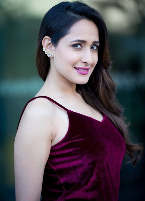 Pragya jaiswal modeling hd fotos