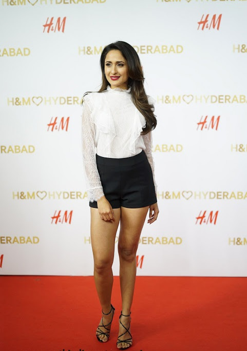 Pragya jaiswal white dress desktop fotos