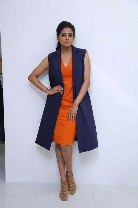 Priyamani glamorous hd pics