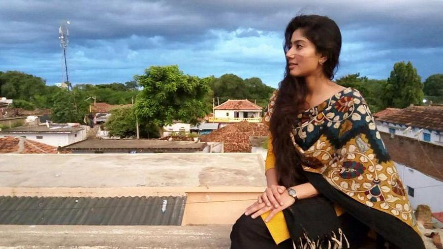 Actress sai pallavi black saree photos