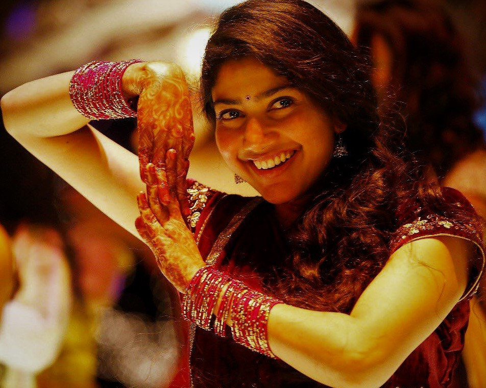 Actress sai pallavi saree wallpapers