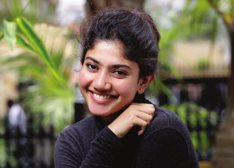 Sai pallavi smile face stills